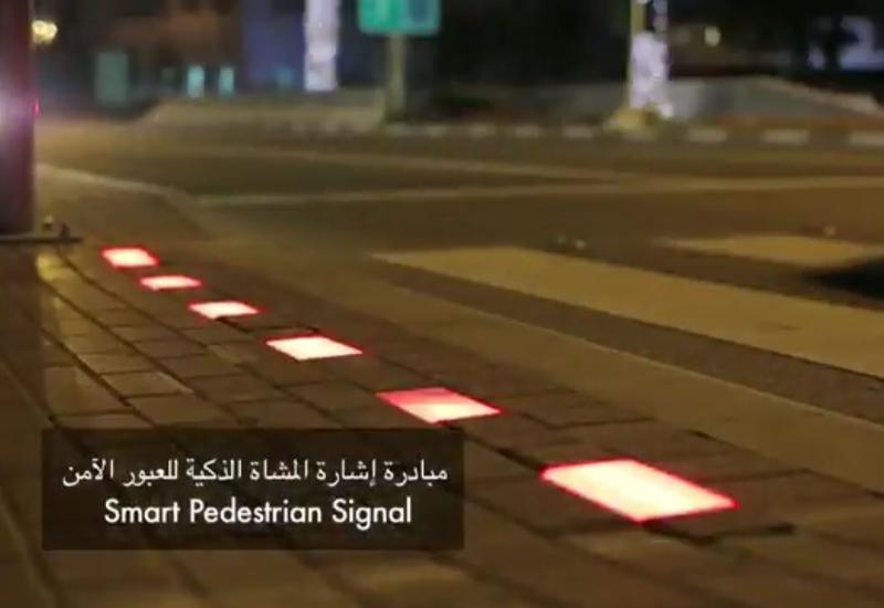 Video: RTA installs smart traffic signal in Dubai