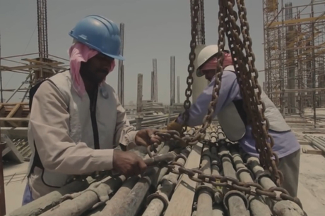 Video: UAE labourers test air-conditioned vests