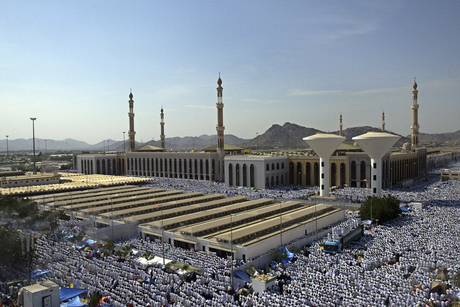 Saudi Arabia begins Hajj 2019 ban on LNG cylinders at Holy Sites