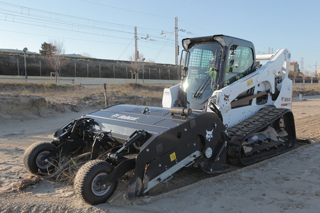 Bobcat delivers 'Sand Cleaner' for tracked loaders