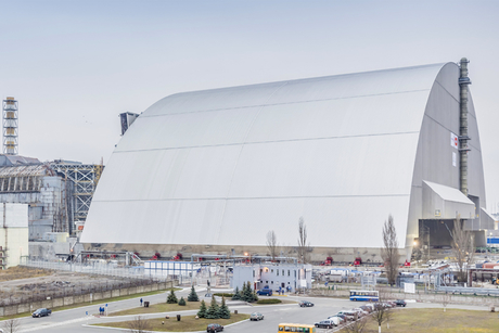 Mammoet seals off Chernobyl reactor with huge dome