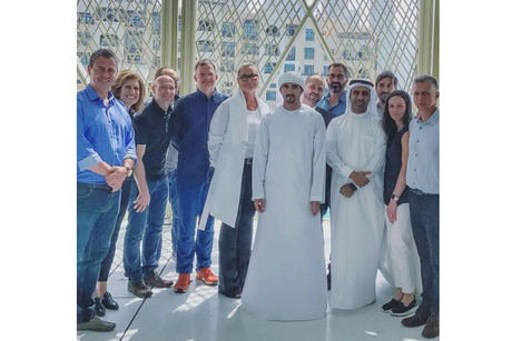 Video: Dubai Crown Prince visits new Apple store