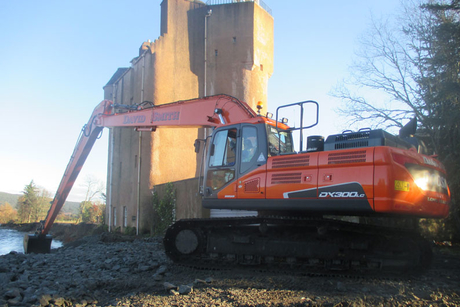 Doosan excavator stops collapse of Scottish castle