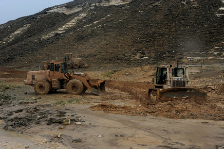 Oman builds emergency road to cope with Cyclone Mekuna damage