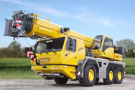 Grove GMK3060 mobile crane competes in drag race