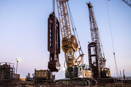 Liebherr crawlers support Suez Canal infra project