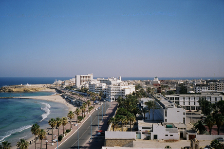 Kuwait signs $80m contracts for five healthcare projects in Tunisia