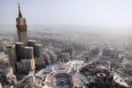 Pilgrims evacuated after fire in Makkah hotel