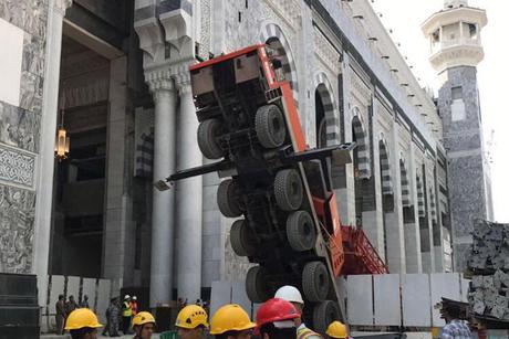Mobile winch crane collapses at Saudi's Makkah Grand Mosque