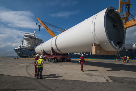 In Pictures: Mammoet delivers New York Wheel legs