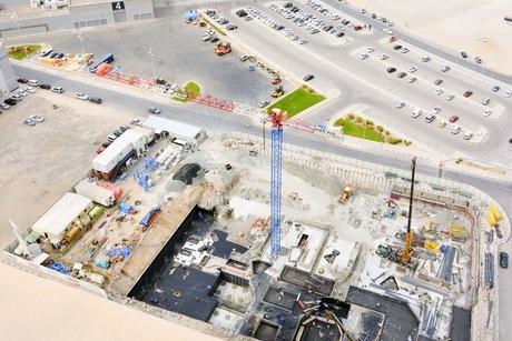 Klampfer erects Raimondi flat-top crane in Sharjah