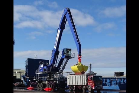Major UK port takes delivery of Sennebogen 875
