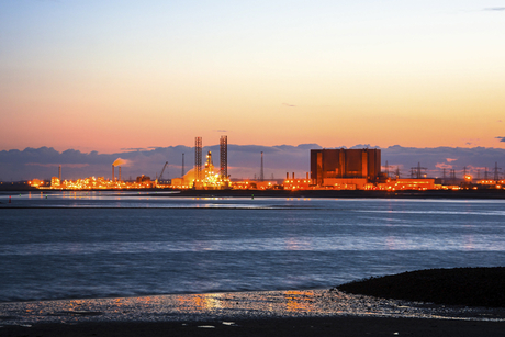 Mammoet wins heavy-lift contract for petrochemical plant in Oman