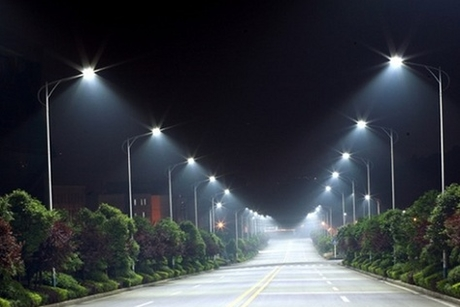 Sharjah fits 100 solar-powered lamp posts in Khor Fakkan