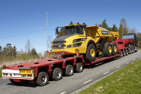 Volvo crawler gears allow FH16 to pull 325 tonnes