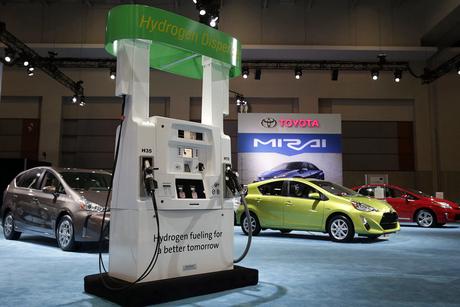 Video: Toyota Mirai refuels at first UAE hydrogen station