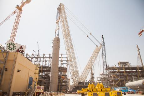 Al Jaber uses twin-boom Terex for Qatar lifts