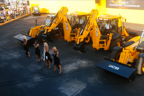 Video: CONEXPO JCB's dancing diggers