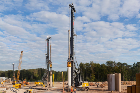 Liebherr rigs help on particle accelerator build