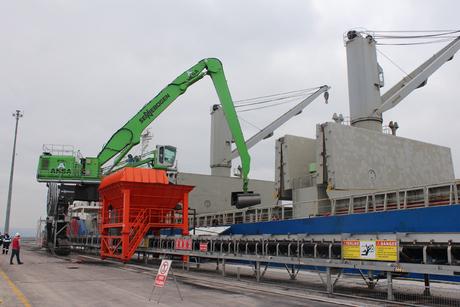 Green Sennebogen shifts coal at Turkish port