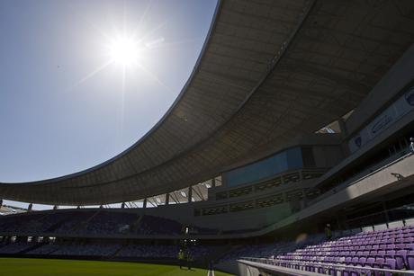 Saudi officials discuss construction of largest football stadium in Iraq