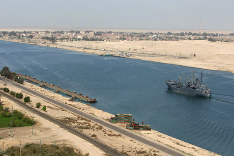 Egypt signs with six companies for Suez Canal work