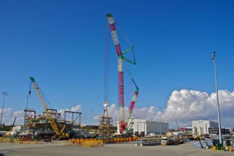 Saudi Aramco raises 200m flare stack using Terex