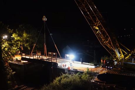Video: Terex crawler conducts midnight bridge lift