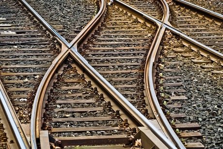 Egypt inks $1.2bn deal with China for electric rail link to new capital