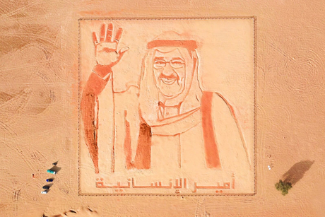 Dubai wins another world record for Kuwaiti Emir's sand painting