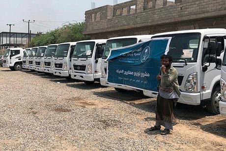 Saudi Arabia distributes 40 Mitsubishi water tankers in Yemen
