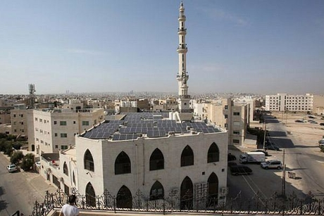 Jordan energy ministry to install solar panels on 35 mosques