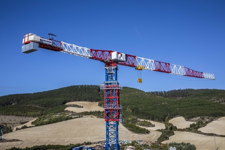 Spain's Comansa launches large-capacity flat-top crane