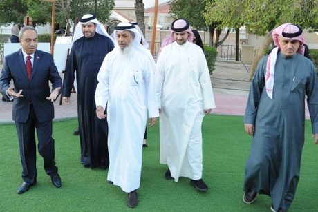 Bahrain's works minister reviews roads, and public park projects