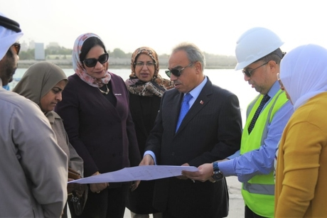 Bahrain's Works Minister inspects 10% completion of jetty project