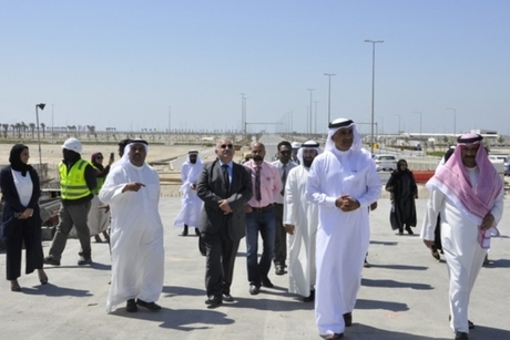 Bahrain minister inspects sites to construct 303 houses, 1402 units