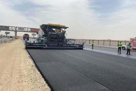 Orascom continues asphalt work at Cairo Ismailia Desert Road project