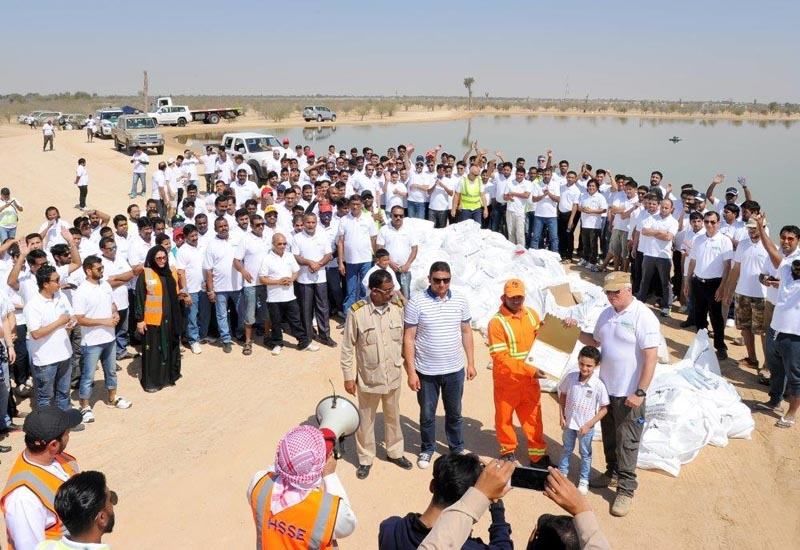 Participants in the Al-Futtaim Motors clean-up gather for a congratulatory closing ceremony to the proceedings.
