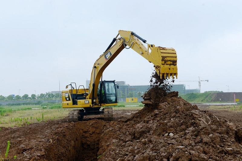 The Cat 320 medium excavator.