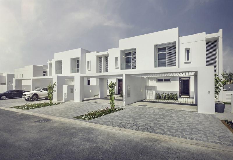 Dubai Properties has commenced the handover of Mudon's Arabella townhouses.