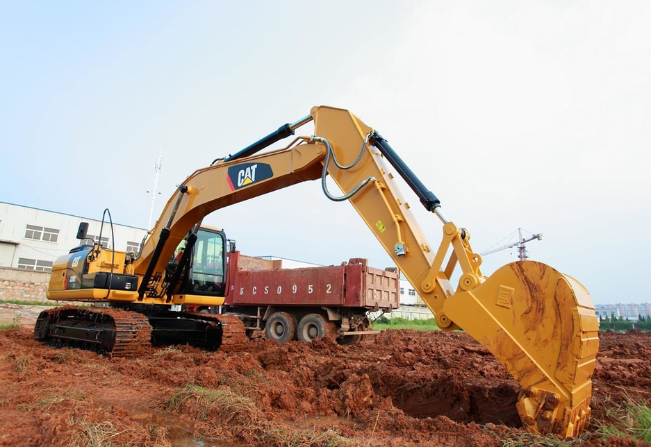 The 320D2 GC maintains the capabilities needed to take on several tasks with a powerful hydraulic system.