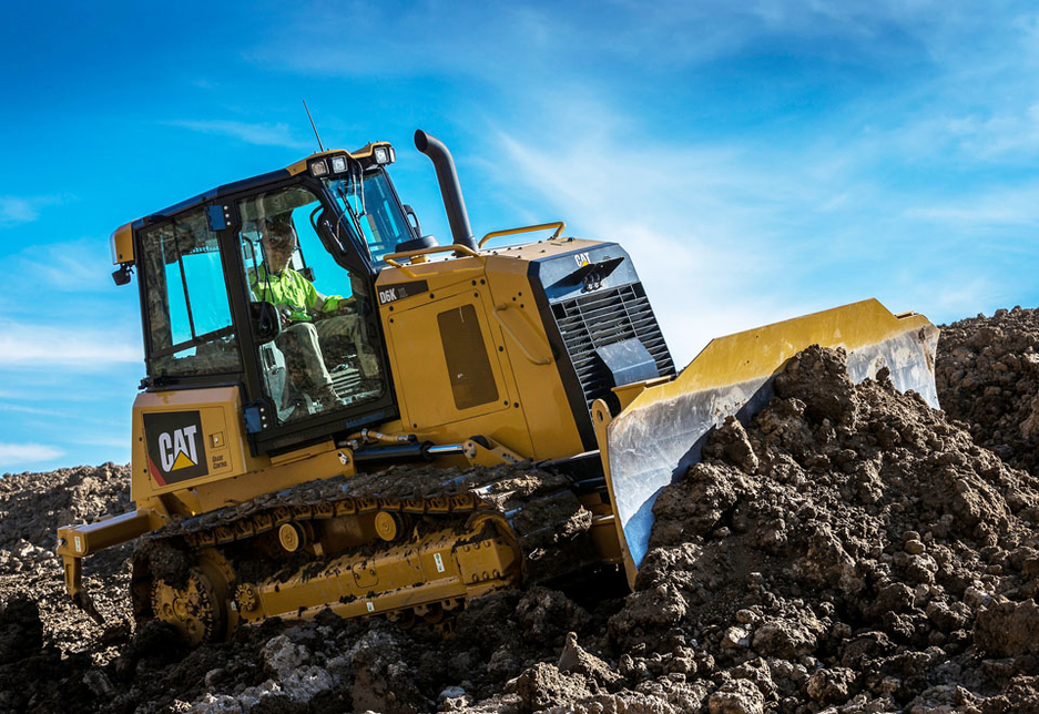 Cat Grade with Slope Assist automatically maintains blade angles, helping operators to finish up to 39% faster.