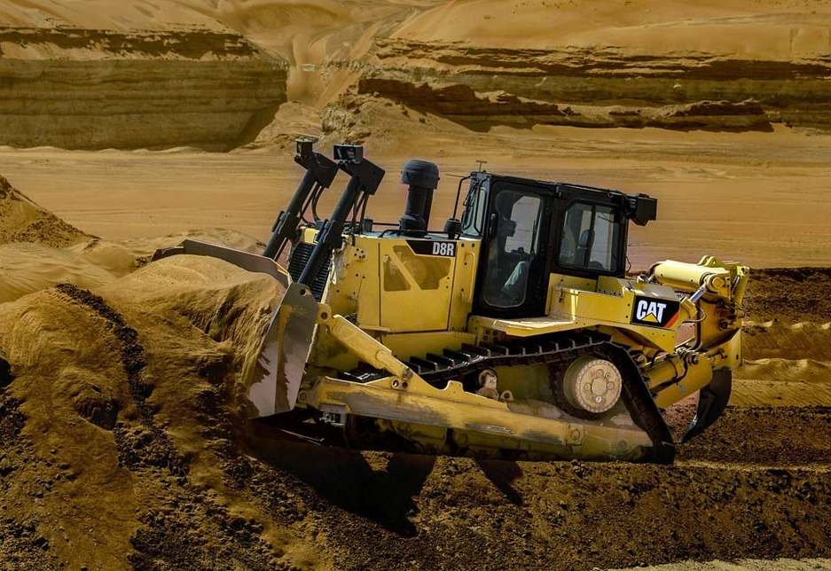 The new D8R allows the operator to bulldoze sand in second gear, even under hot desert conditions, increasing its dozing efficiency by up to 18%.