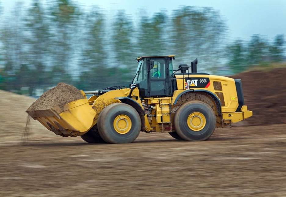 The 980L's updated ACERT engine delivers 5% more engine power compared to the 980H.