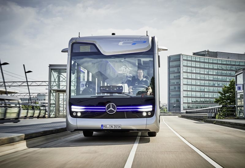 The driver of the MB Future Bus with CityPilot only needs to take the wheel when faced with oncoming traffic, to comply with regulations.