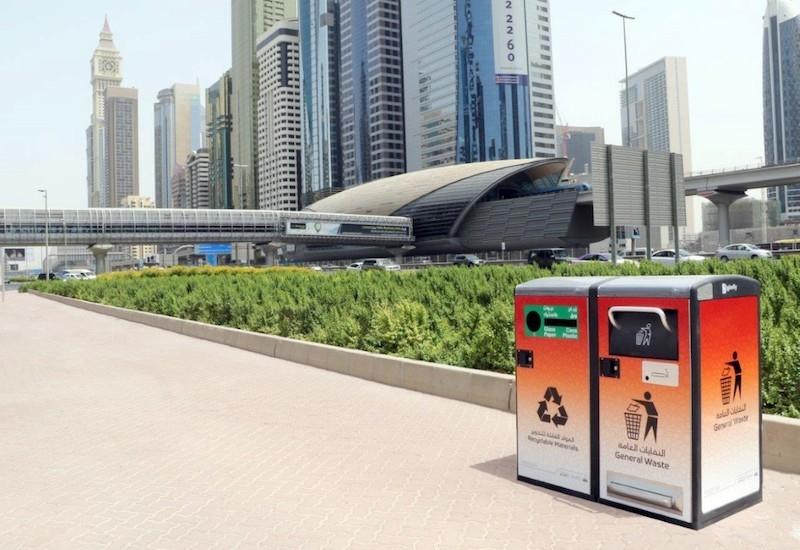 100 'smart' waste containers have been placed along Dubai's Sheikh Zayed Road [image: WAM].