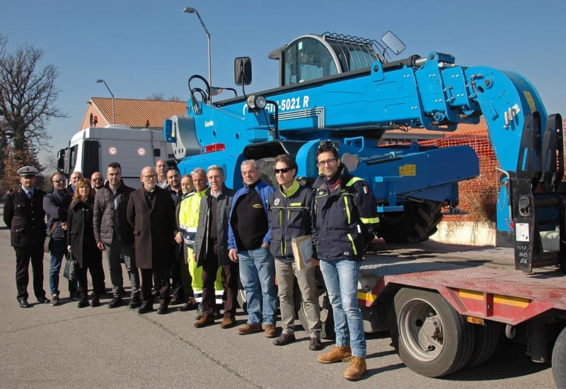 Genie hands over a GTH-5021R rotating telehandler to the Umbrian authorities.