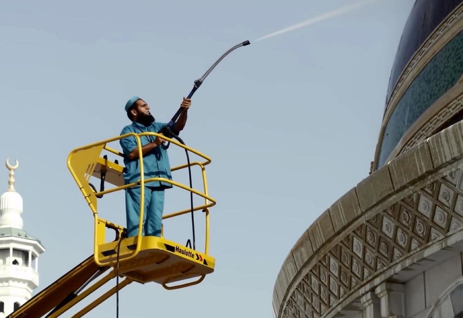 Haulotte electric lifts assist with the routine FM and cleaning of the holy mosque, the Masjid Al-Haram, in Makkah.