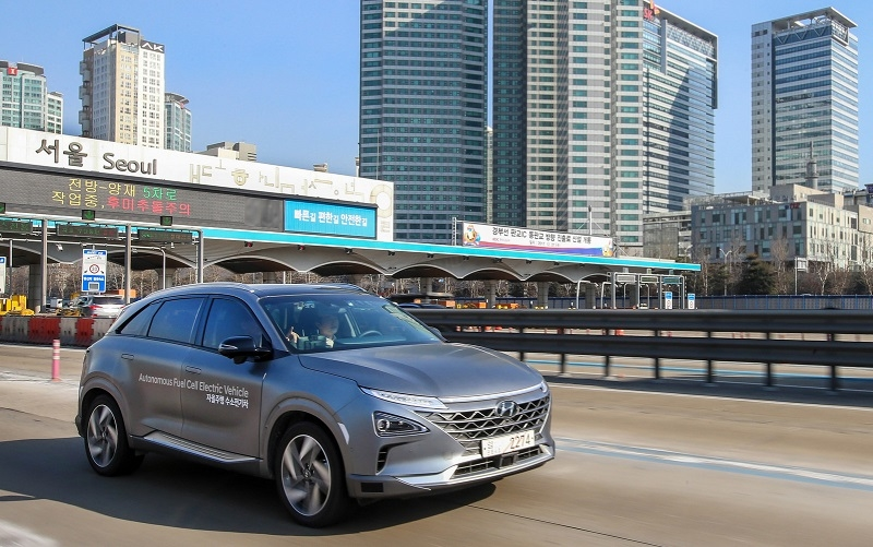 Hyundais fuel cell electric cars completed a self-driven 190km journey in South Korea.