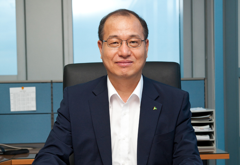 Ki Young Kong (above) has been appointed to the position of chief operating officer at Hyundai Construction Equipment, which forms part of South Korea's Hyundai Heavy Industries (HHI).